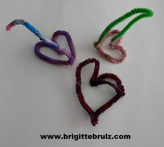 Use pipe cleaners to create stamps!